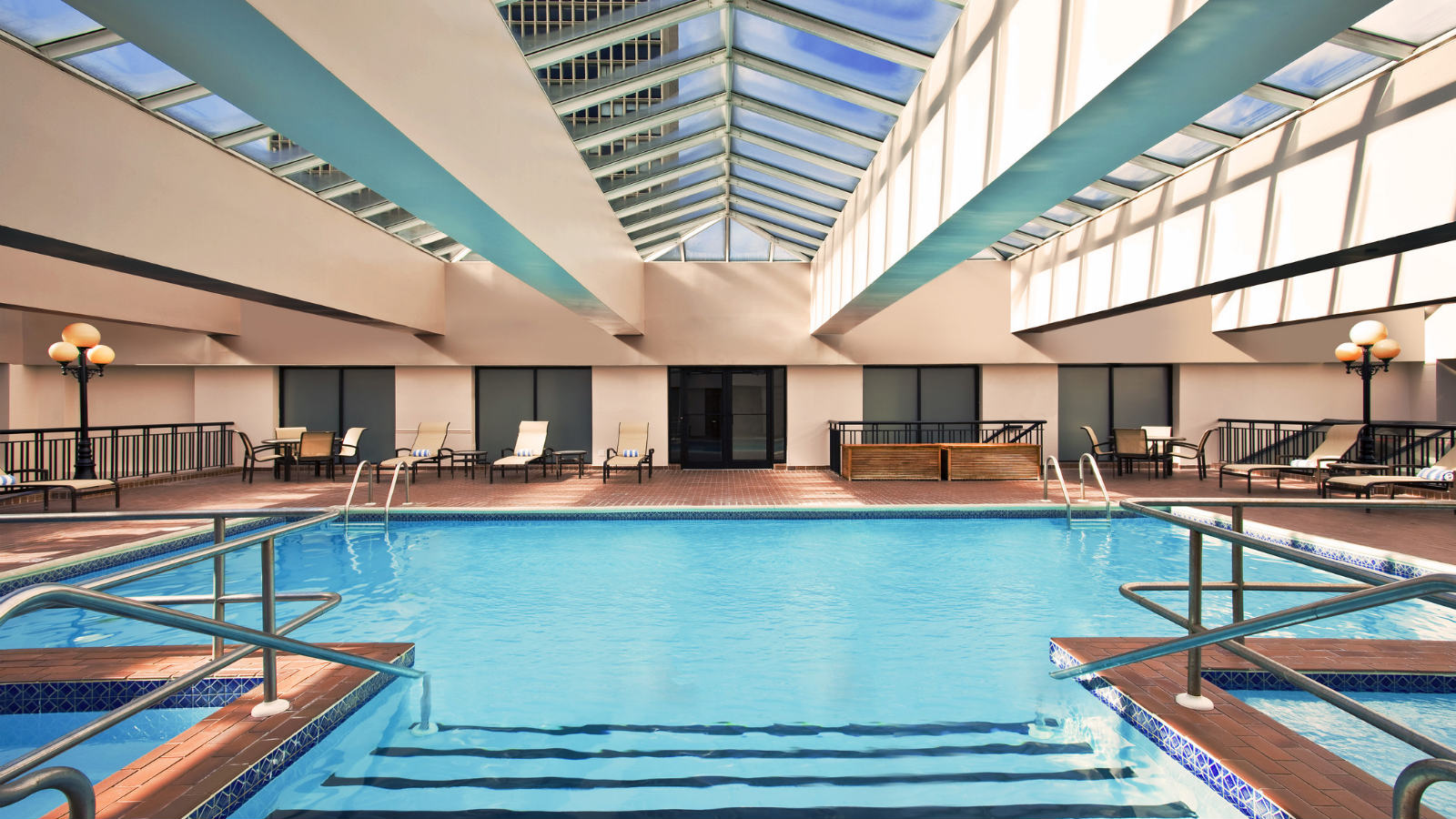 Swimming Pool | Sheraton Philadelphia Society Hill